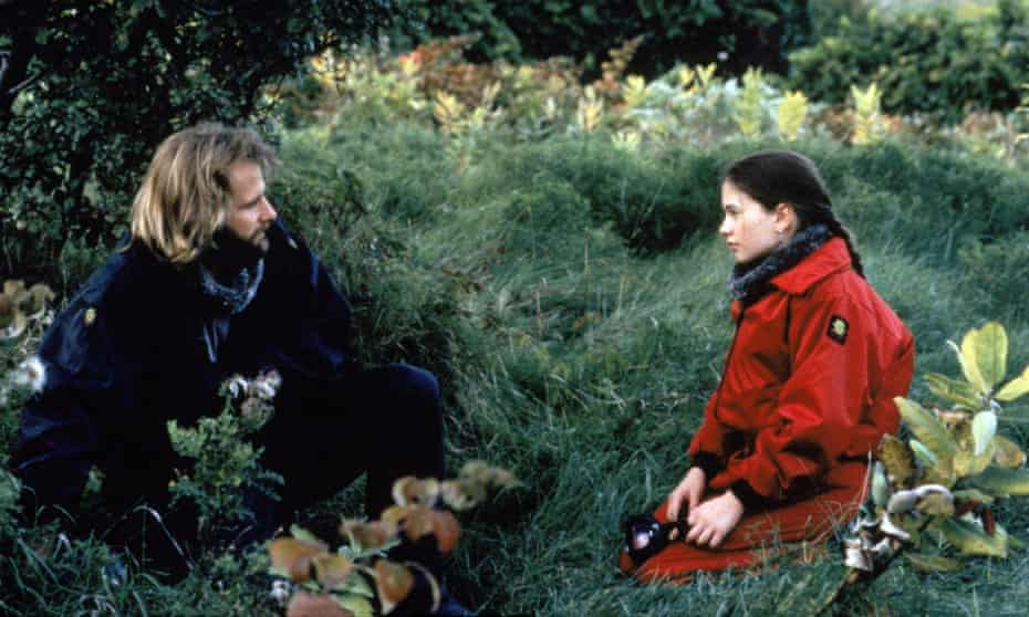 Jeff Daniels and Anna Paquin in Fly Away Home.