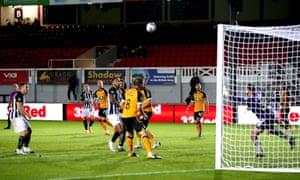 Newcastle United's Jonjo Shelvey (third left) scores his side's equaliser.