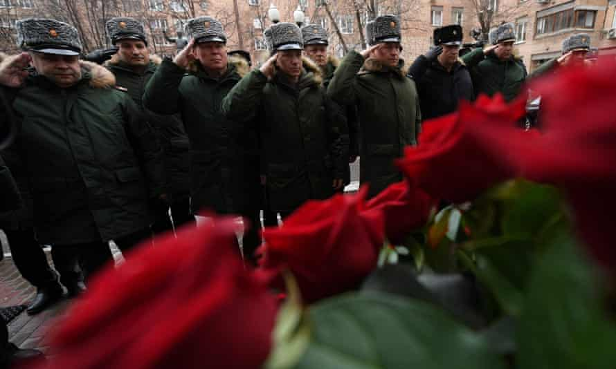 Russian soldiers salute in front of the Alexandrov Ensemble's home in Moscow