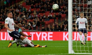 Andre Ayew of West Ham United scores his side's second goal to make it 2-2.
