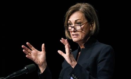 Kim Reynolds habla sobre la respuesta de Iowa al brote de coronavirus durante una conferencia de prensa el jueves.
