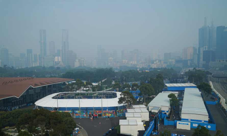 Smoke haze hangs over Melbourne Park on Wednesday. Authorities have warned of hazardous air throughout the day.