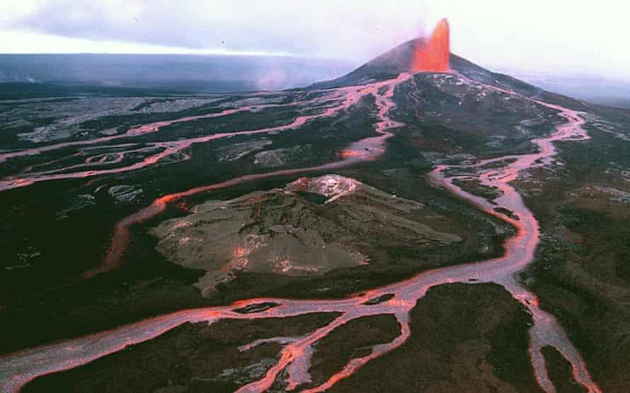Braided lava flows spread down the side of Pu'u 'O'o cone, Kilauea, in Hawaii in 1986.