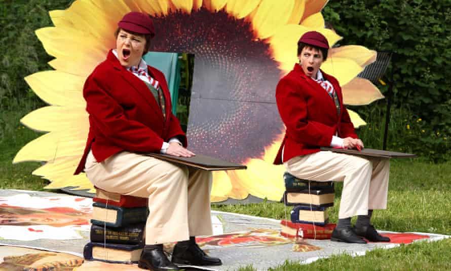 Sophie Yelland (Tweedle Dum) and Claire Hampton (Tweedle Dee) in WNO's Alice's Adventures in Wonderland.