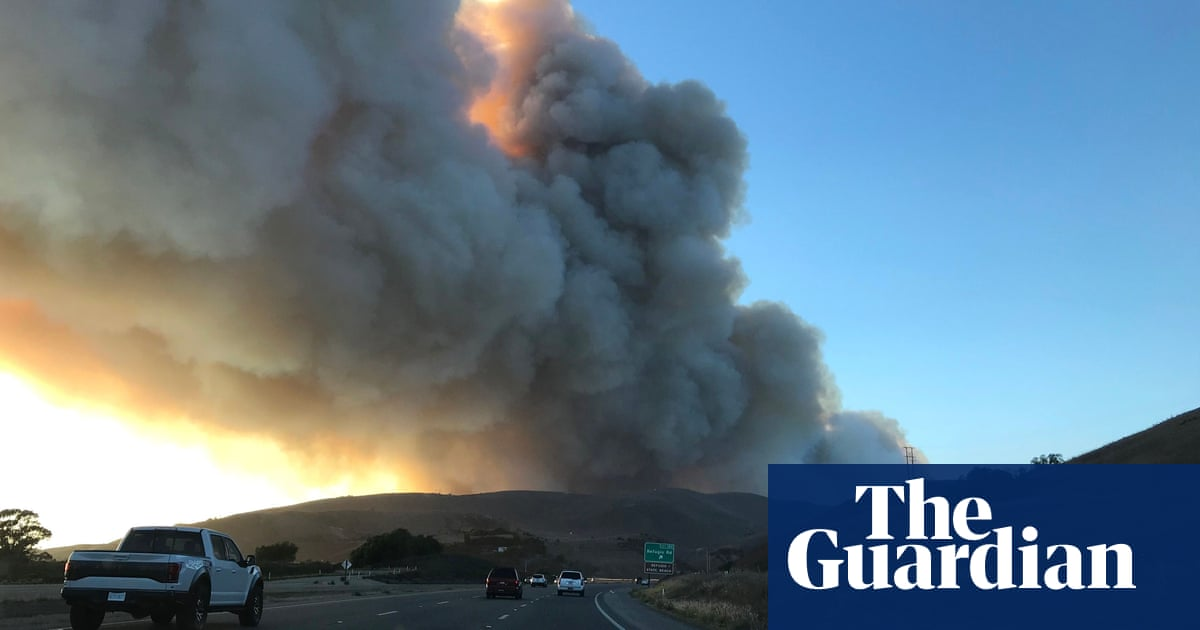 California: strong winds increase danger of fresh wildfires around the state