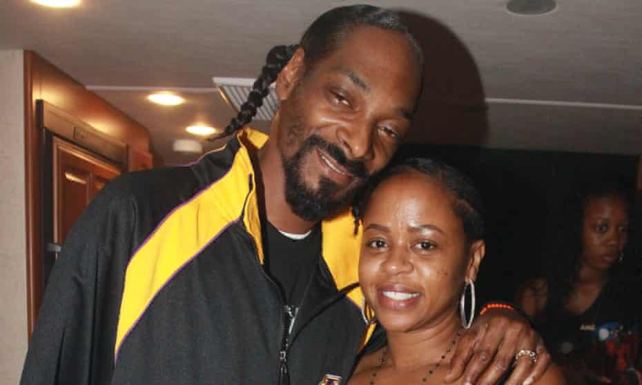 Snoop Dogg and his wife, Shante Broadus.