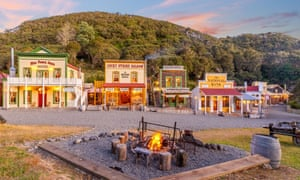 Mellonsfolly Ranch is a replica of an 1860s Wyoming frontier town in New Zealand