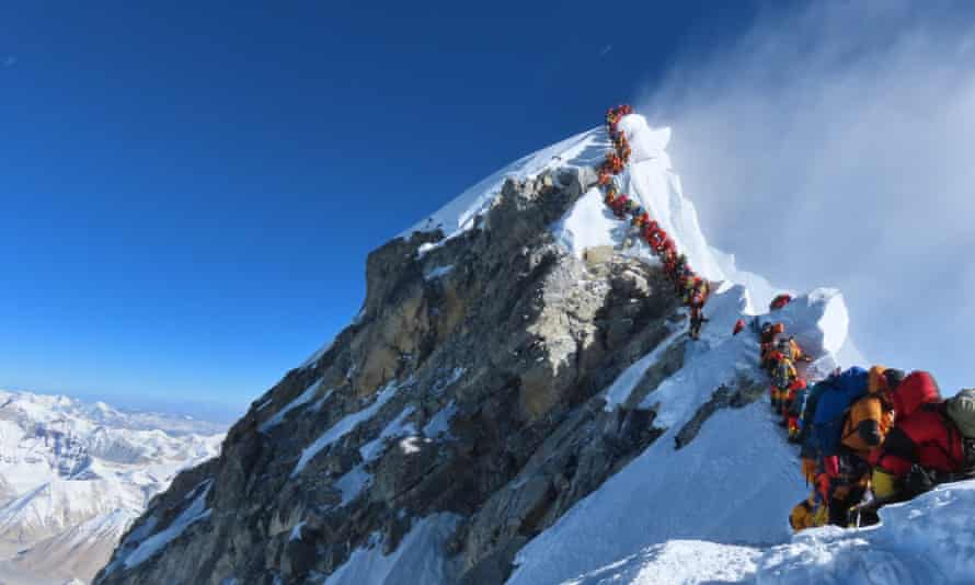 A queue of mountaineers at the summit of Everest