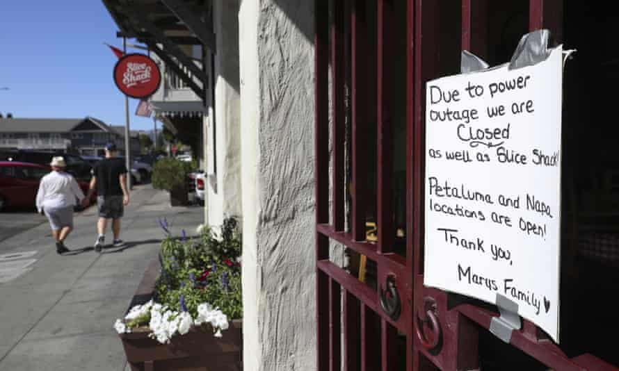 A sign at Mary's Pizza Shack informs customers of their closure due to a PG&E power shutdown in Sonoma on Wednesday.