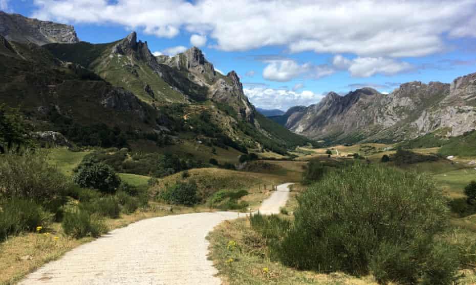 Walking in Spirit - mindful photography retreat, Spain
