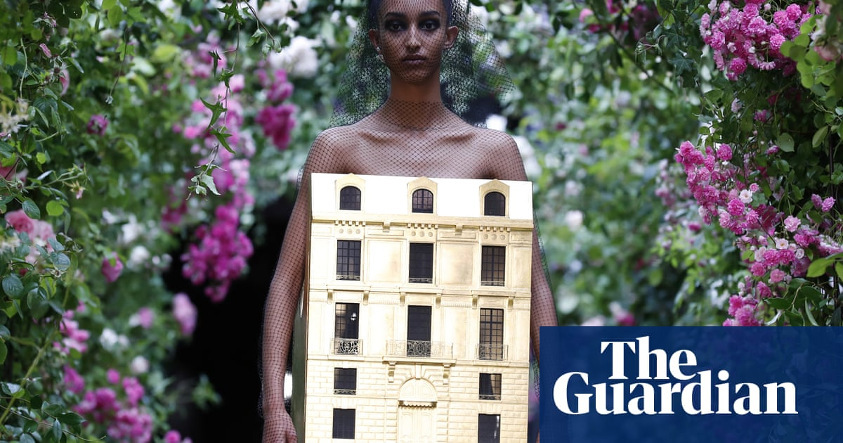 Dior designer wins fans by putting feminism above femininity