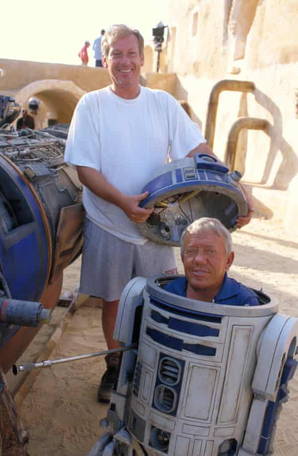 Kenny Baker on the set of 1999's Star Wars: Episode I – The Phantom Menace.