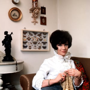 Fenella Fielding at home knitting in 1965
