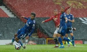 Mason Greenwood of Manchester United scores 1-1