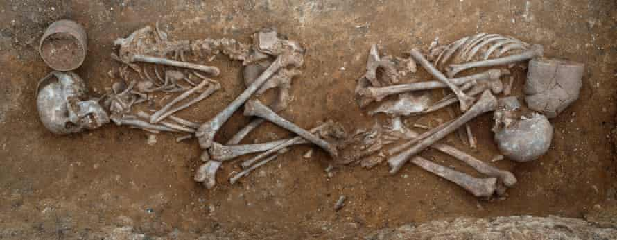 The grave is of a 16–18 year-old female and a 17–20 year-old male dating to c.2000-1950 BC. Both are buried with a fineware beaker.