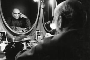 Warren Mitchell in his dressing room in 1991