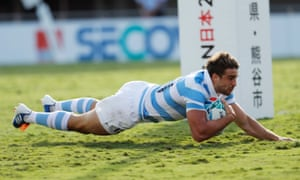 Argentina's Juan Cruz Mallia scores their fifth try.