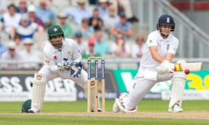 Joe Root reverse sweeps Yasir Shah to bring up his second double century for England.