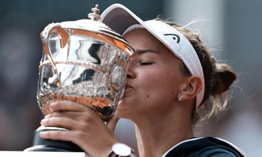 Barbora Krejcikova kisses the trophy after defeating Anastasia Pavlyuchenkova.