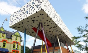 Making buildings levitate: Alsop's extension to the Ontario College of Art and Design, 2004