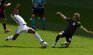 Bellingham gets stuck in against Modric