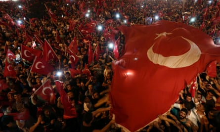 Erdoğan supporters wave flags in Istanbul