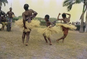 Fee Hii Cultural Troupe dancing by James Barnor