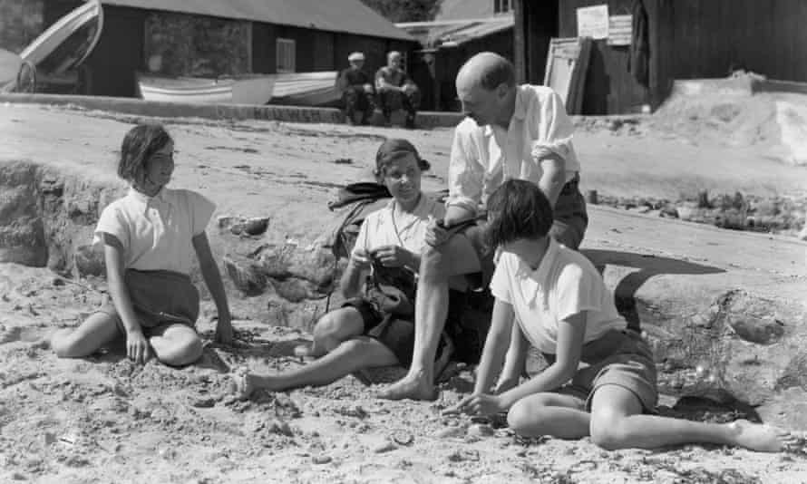 Clement Attlee on holiday with his family in Wales in 1938
