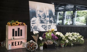 Mourners And Fans Gather For Chris Cornell S Memorial