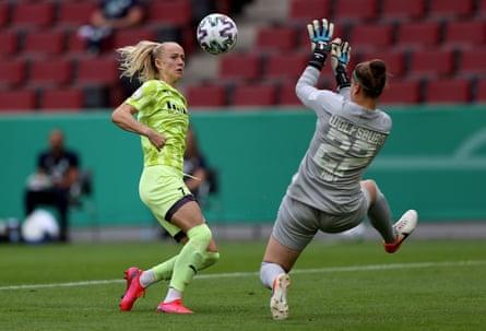 Lea Schüller scores for Essen in the women's DFB Cup final against VfL Wolfsburg in July.