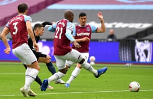 Phil Foden fires home Manchester City's equaliser.