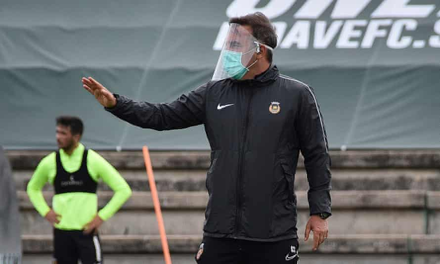 Carlos Carvahal takes a training session at Rio Ave last week.