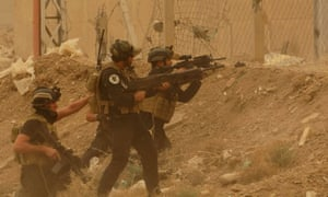 Iraqi security forces defend their headquarters in Ramadi against attacks by Islamic State extremists on 14 May 2015