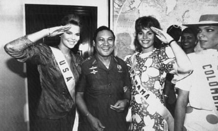 Manuel Noriega flanked by beauty queens Miss USA, Christy Fichtner, left, and Miss Panama, Gilda García López, in 1986.