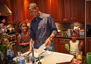 Barack Obama and his daughters get breakfast and wash the dishes