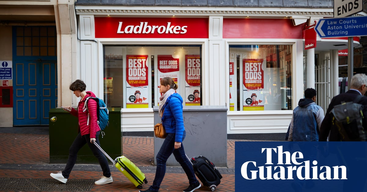 Bookmakers prepare for store closures as FOBT stake is cut