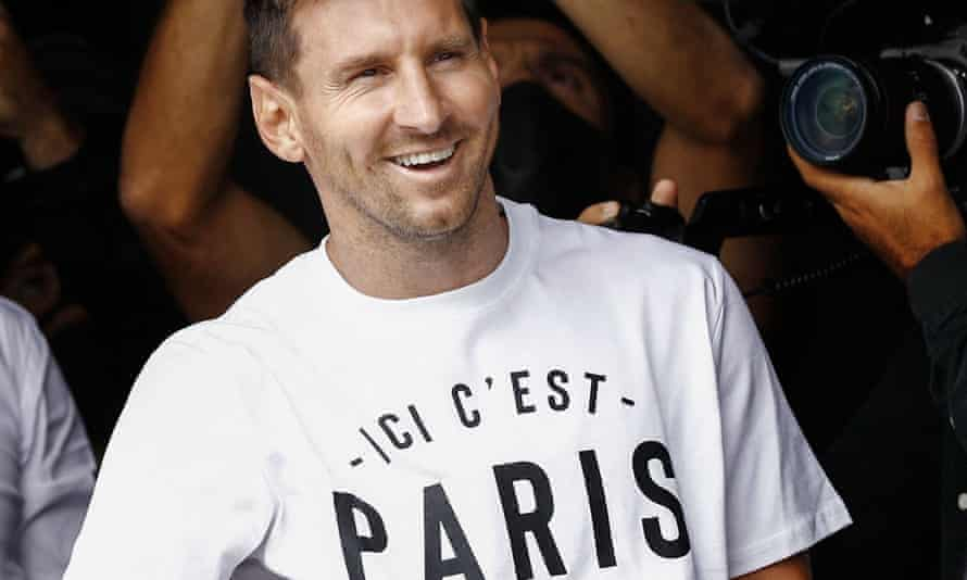 Lionel Messi at Le Bourget airport, north of Paris, on Tuesday after flying from Barcelona to complete his move.