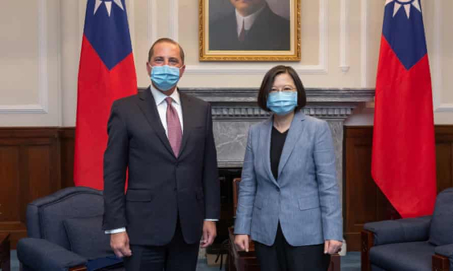 Alex Azar (L) met Taiwan's Tsai Ing-wen in the highest-level visit of a US official to the country in 4o years