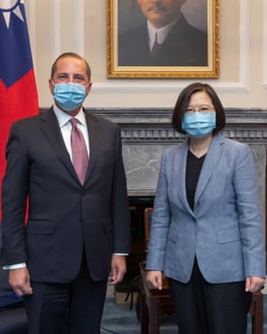 US Health Secretary Alex Azar and Taiwan President Tsai Ing-wen posing for an official photo in Taipei, Taiwan, 10 August 2020. Azar arrived in Taipei on 9 August to boost cooperation in public health and coronavirus disease prevention.