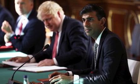 Rishi Sunak (R) with Boris Johnson at a cabinet meeting.