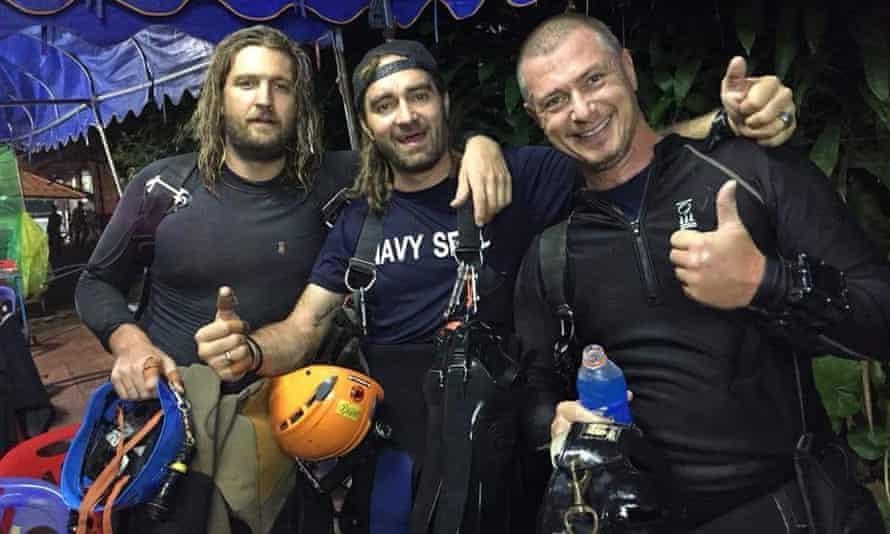 From left, Erik Brown and Mikko Paasi with Danish diver Claus Rasmussen.