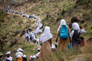 Taiz, Yemen. Volunteers form a human chain to pass food aid, supplied by the UAE Red Crescent, to mountainous towns on the outskirts of the city