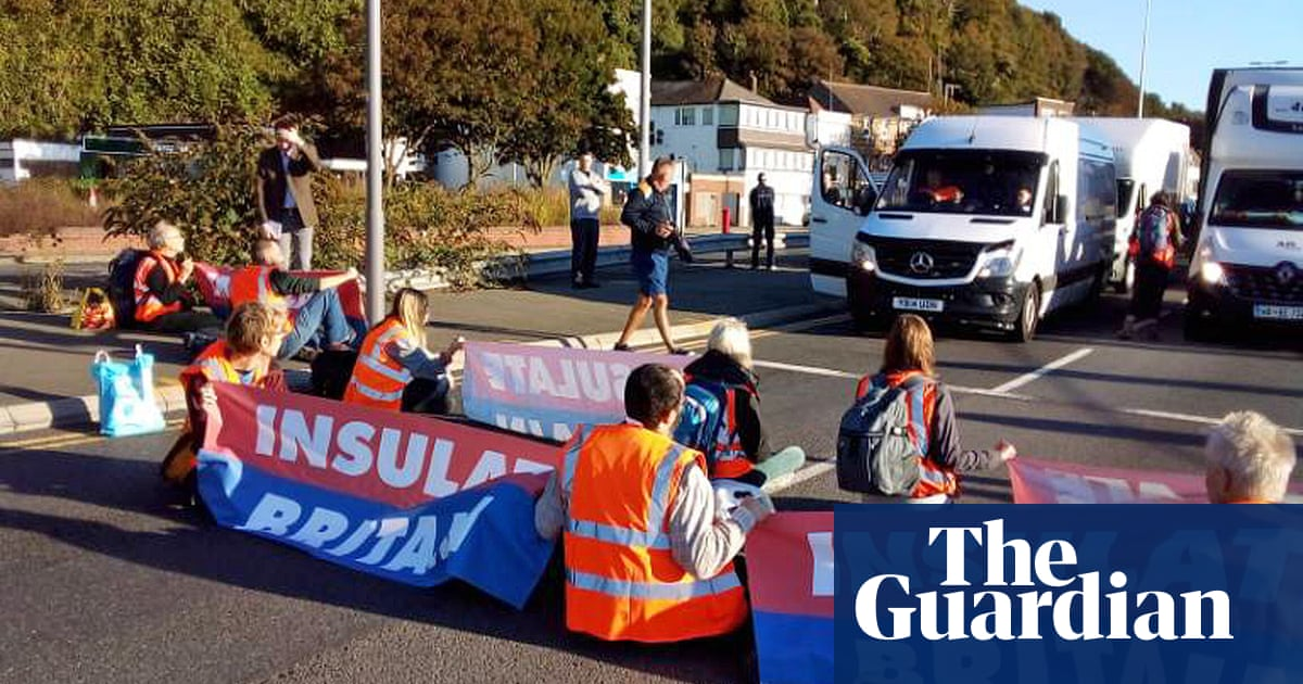 Port of Dover blocked by Insulate Britain activists