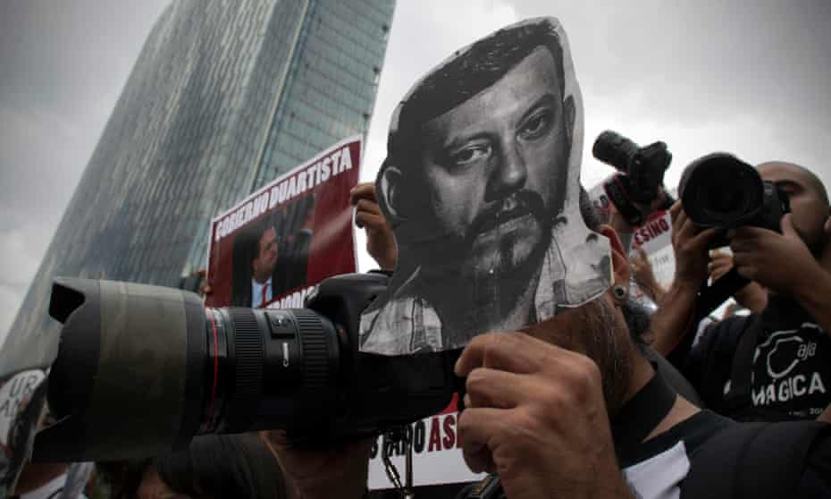 Photojournalists protest in Mexico City after the murder of Rubén Espinoza
