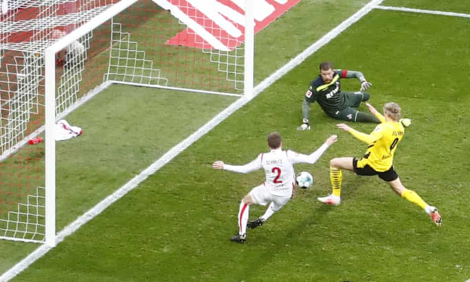 Haaland pounces in the 90th-minute to earn Dortmund a 2-2 draw with his second goal of the game