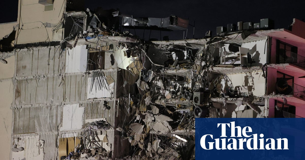 Footage shows aftermath of Miami building collapse – video report
