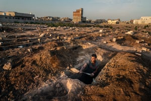 Gravedigger at the Dar Saad area of Aden city, where Covid victims are buried