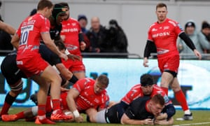 Saracens' Rhys Carre scores a try.