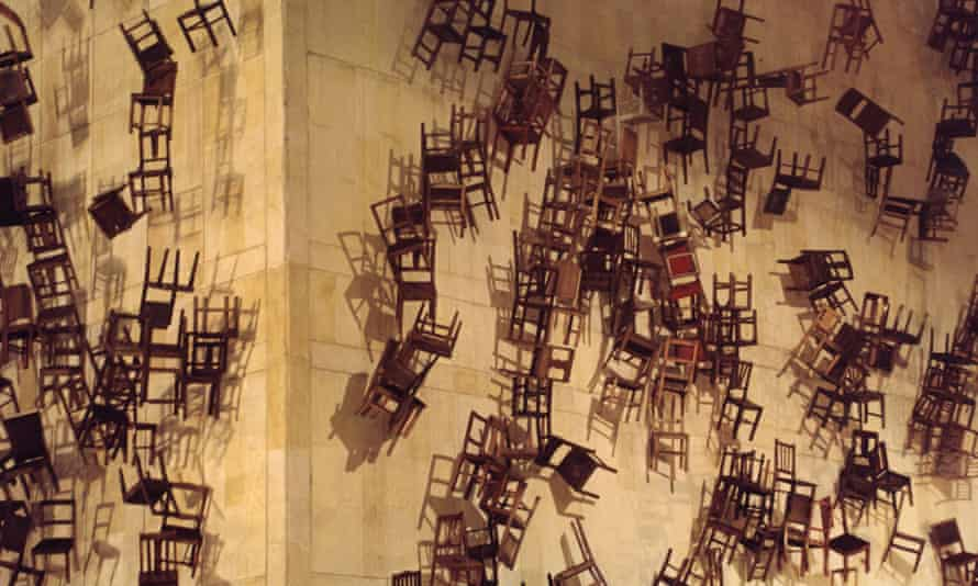 Doris Salcedo's Noviembre 6 y 7 involved 280 chairs being lowered from the roof of the Palace of Justice in Bogotá, Colombia.