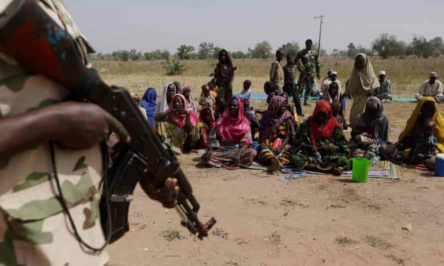 Soldiers guard Nigerians fleeing Boko Haram